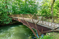 France, Indre-et-Loire (37), Azay-le-Rideau, parc et château d'Azay-le-Rideau au printemps, passerelle sur un des bras de l'Indre vers l'île de la Rémonière
