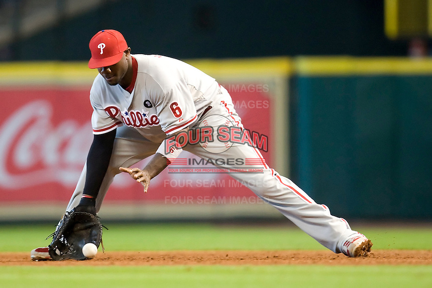 Philadelphia Phillies first baseman Ryan Howard #6 fields a ground ball during the Major League Baseball game against the Houston Astros at Minute Maid Park in Houston, Texas on September 14, 2011. Philadelphia defeated Houston 1-0 to clinch a playoff berth.  (Andrew Woolley/Four Seam Images)