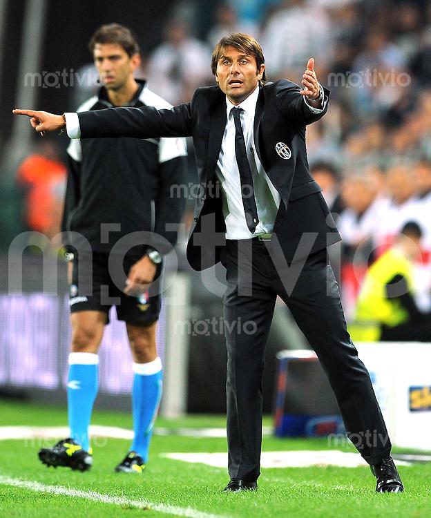 FUSSBALL INTERNATIONAL   SERIE A   SAISON 2011/2012    Juventus Turin - AC Mailand  02.10.2011 Trainer Antonio Conte (Juventus Turin)