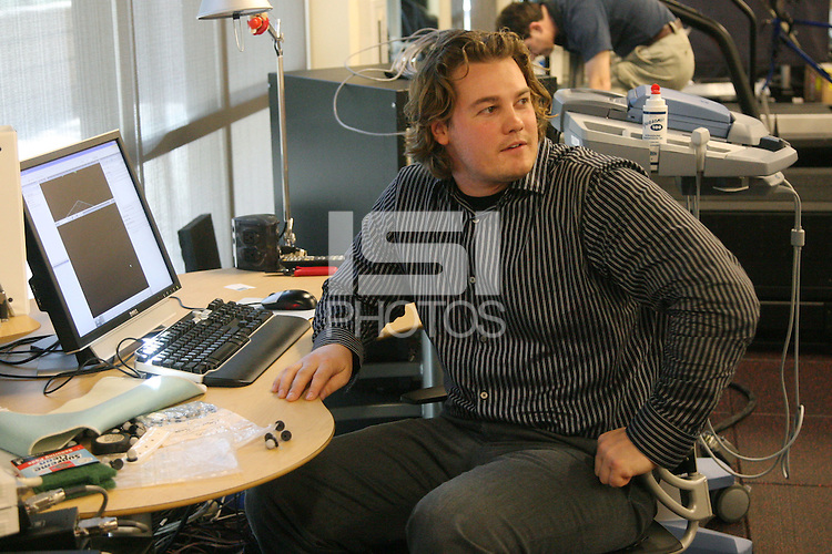 STANFORD, CA - OCTOBER 23:  A staff member in the Human Performance Lab on October 23, 2008 in Stanford, California.