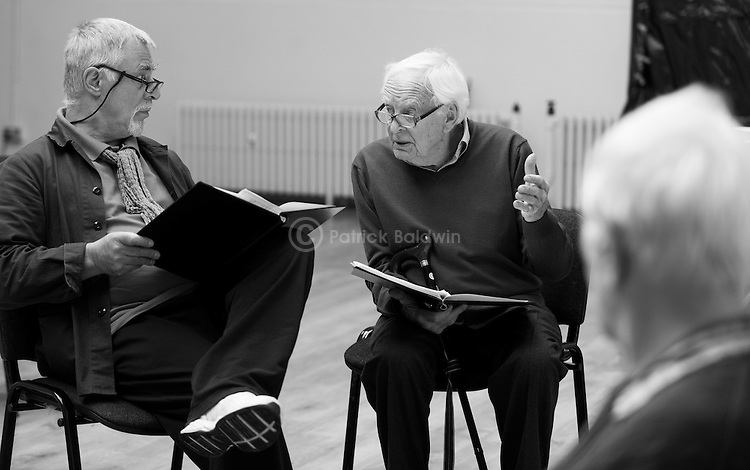 """King Lear"" rehearsed reading rehearsals. Old Vic Theatre. Director: Jonathan Miller. L to R: Barrie Rutter, Tony Britton, Jonathan Miller."
