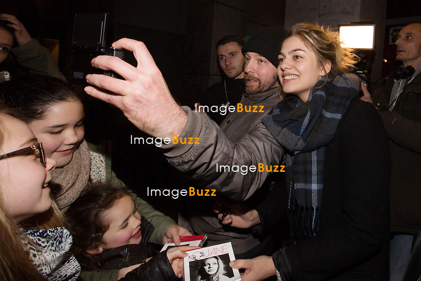 EXCLUSIF - NO WEB - NO BLOG - <br /> La chanteuse Louane rencontre ses fans apr&egrave;s son concert &agrave; l'Ancienne Belgique, &agrave; Bruxelles.<br /> Belgique, Bruxelles, 10 janvier 2016<br /> French singer Louane meets with her fans, following her concert at the Ancienne Belgique, in Brussels.<br /> Belgium, Brussels, 10 January 2016