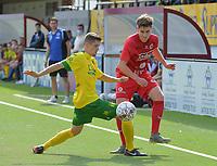 FC GULLEGEM - WITGOOR SPORT DESSEL :<br /> Robbe Dekiere (R) glipt voorbij Ilias Van Roy (L)<br /> <br /> Foto VDB / Bart Vandenbroucke