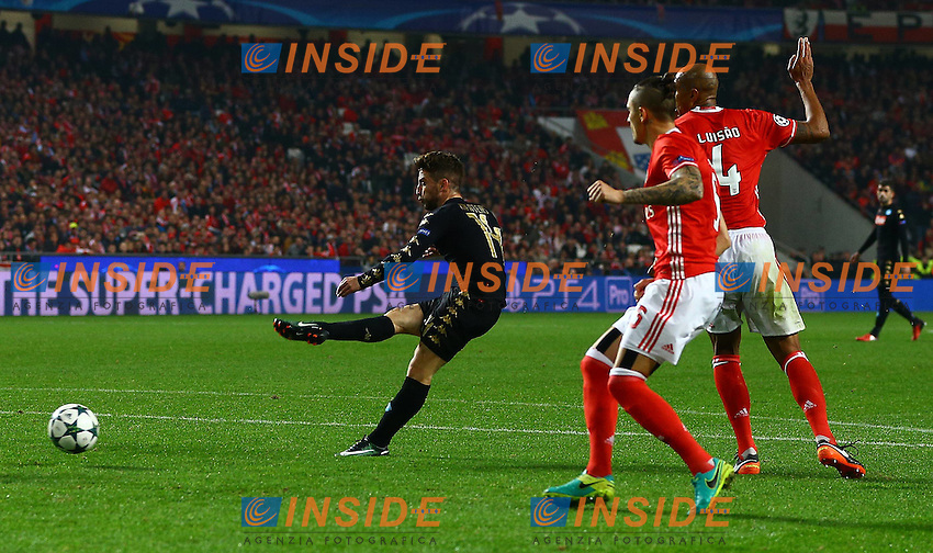 Dries Mertens of Napoli scores a goal to make the score 0-2 during the UEFA Champions League Group B match between Benfica and Napoli played at Estadio da Luz, Lisbon, Portugal on 6th December 2016 / Football - UEFA Champions League <br /> Gol <br /> Foto imago/BPI/Insidefoto