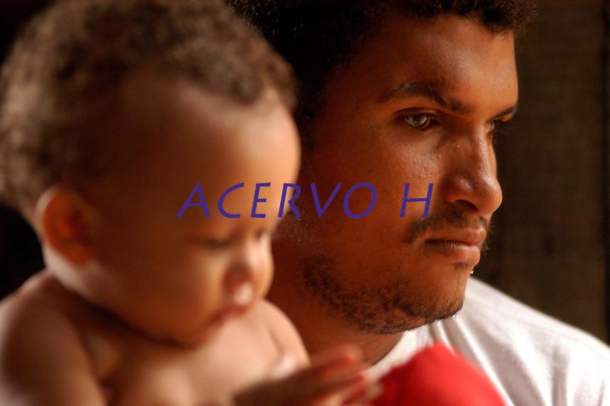 10 anos do massacre de Eldorado de Carajás.<br /> <br /> José Carlos Moreira , 27 anos, paraense  um filho de seis meses, estava na manifestação dos sem terra a dez anos atrás, foi baleado na cabeça, <br /> <br />  manifestantes do MST  começam a se concentrar na curva do S, local do massacre de 19 trabalhadores, assassinados durante manifestações por terra  em 1996 pela PM do estado, <br /> Eldorado de Carajás, Pará, Brasil.<br /> 16/04/2006.<br /> Foto Paulo Santos/Acervo H