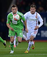 FUSSBALL   1. BUNDESLIGA  SAISON 2012/2013   3. Spieltag FC Augsburg - VfL Wolfsburg           14.09.2012 Ivica Olic (li, VfL Wolfsburg) gegen Daniel Baier (FC Augsburg)