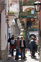 ITA, Italien, Kampanien, Sorrentinische Halbinsel, Amalfikueste, Positano: Einkaufsstrasse | ITA, Italy, Campania, Sorrento Peninsula, Amalfi Coast, Positano: shopping lane