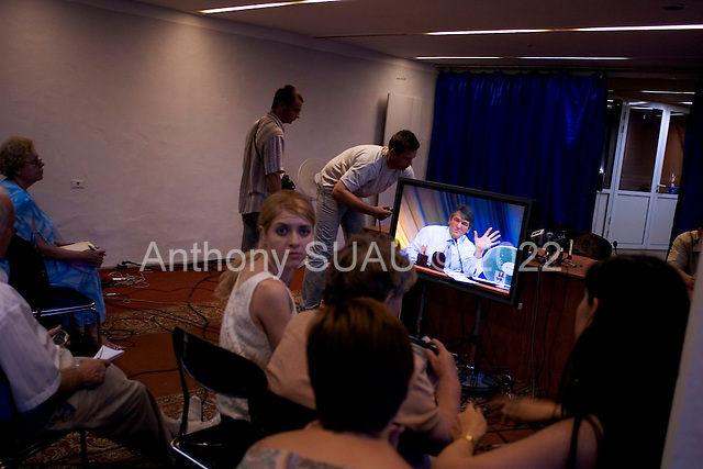 Domnesk, Ukraine.July 14, 2005 ..Journalists wait in a room near the hall as Ukrainian President Victor Yuschenko makes an official visit to Domnesk. They are a waiting for a press conference to follow that never happens..