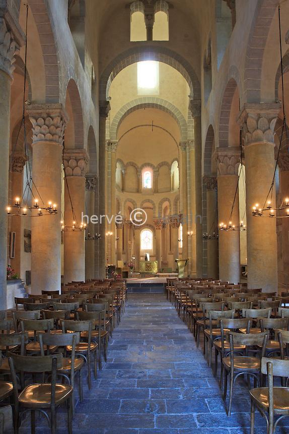 France, Puy-de-Dôme,Saint-Nectaire, l'église Saint-Nectaire, la nef et le choeur // France, Puy de Dome,St Nectaire, St Nectaire church, the nave
