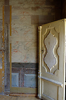 The walls of a vestibule were painted to resemble marble
