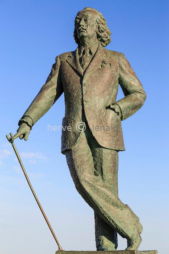 Espagne, Catalogne, Costa Brava, Cadaqués, statue de Salvador Dalí par Ros Sabaté // Spain, Catalonia, Costa Brava, Cadaques, Statue of Salvador Dalí by Sabaté Ros