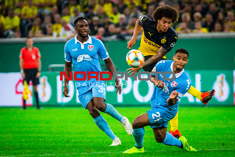 09.08.2019, Merkur Spiel-Arena, Düsseldorf, GER, DFB Pokal, 1. Hauptrunde, KFC Uerdingen vs Borussia Dortmund , DFB REGULATIONS PROHIBIT ANY USE OF PHOTOGRAPHS AS IMAGE SEQUENCES AND/OR QUASI-VIDEO<br /> <br /> im Bild | picture shows:<br /> Jean Manuel Mbom (KFC Uerdingen #21) blockt den Torschuss von Axel Witsel (Borussia Dortmund #28), <br /> <br /> Foto © nordphoto / Rauch