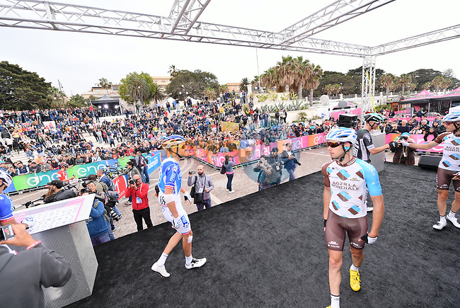 Riders at sign on before the start of Stage 6 of the 100th edition of the Giro d'Italia 2017, running 217km from Reggio Calabria to Terme Luigiane, Italy. 11th May 2017.<br /> Picture: LaPresse/Gian Mattia D'Alberto | Cyclefile<br /> <br /> <br /> All photos usage must carry mandatory copyright credit (&copy; Cyclefile | LaPresse/Gian Mattia D'Alberto)