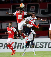 BOGOTÁ -COLOMBIA, 16-02-2016.Yerry Mina (Izq) jugador del Independiente Santa Fe de Colombia disputa el balón con Fidencio Oviedo (Der) jugador de Cerro Porteño del Paraguay durante partido de la seguda fase  grupo ocho de la Copa Libertadores de America 2016 jugado en el estadio Nemesio Camacho El Campín de la ciudad de Bogotá./ Yerry Mina (L) player of Independiente Santa Fe of Colombia  fights for the ball with Fidencio Oviedo (R) player of Cerro Porteno of Paraguay  during second qualifying Group eight the match for the Copa Libertadores of America 2016 played at Nemesio Camacho El Campin stadium in Bogotá city. Photo: VizzorImage/ Felipe Caicedo  / Staff