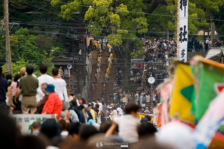 In this festival, horses are ridden up a very steep slope. If they make it over, then it is said to be a good omen for the rice harvest later in the year. Conversely, if the horses fail, then it is said that the crops may fail.