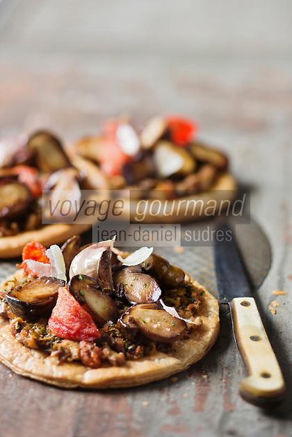Fine tarte  aux cèpes, lamelles d'Ossau-Iraty - recette de Christian Constant EXCLU: EDITION LIVRE CUISINE DU SUD-OUEST