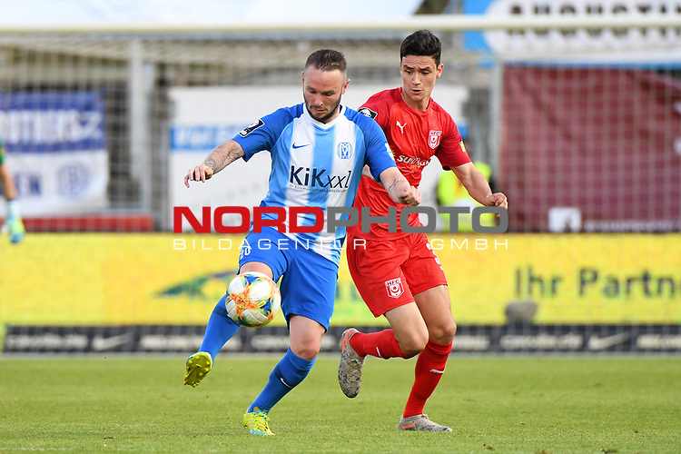 12.06.2020, Hänsch-Arena, Meppen, GER, 3.FBL, SV Meppen vs. Hallescher FC, <br /> <br /> im Bild<br /> Marius Kleinsorge (SV Meppen, 20) und Niklas Landgraf (Hallescher FC, 31) im Zweikampf, Duell, Laufduell.<br /> <br /> <br /> DFL REGULATIONS PROHIBIT ANY USE OF PHOTOGRAPHS AS IMAGE SEQUENCES AND/OR QUASI-VIDEO<br /> <br /> Foto © nordphoto / Paetzel