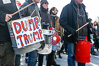 NEW YORK, NY, 17.02.2017 - PROTESTO-NEW YORK - Manifestantes durante ato contra Presidente norte-americano Donald Trump na Washington Square Park em Manhattan na cidade de New York nos Estados Unidos. (Foto: Vanessa Carvalho/Brazil Photo Press)