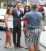 August 17, 2012 Ed Westwick with fans  shooting on location for Gossip Girl in New York City. &copy; RW/MediaPunch Inc. /NortePhoto.com<br /> <br /> **SOLO*VENTA*EN*MEXICO**<br /> **CREDITO*OBLIGATORIO** <br /> *No*Venta*A*Terceros*<br /> *No*Sale*So*third*<br /> *** No Se Permite Hacer Archivo**<br /> *No*Sale*So*third*