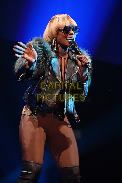 MIAMI, FL - NOVEMBER 29: Mary J. Blige performs at the American Airlines Arena on November 29, 2016 in Miami Florida. <br /> CAP/MPI04<br /> &copy;MPI04/Capital Pictures