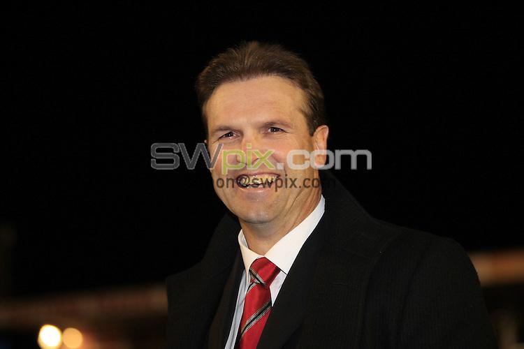 Pix: Chris Mangnall/SWpix.com, Rugby League, Super League Semi - Final. 03/10/09 St Helens Saints v Wigan Warriors....picture copyright>>Simon Wilkinson>>07811267 706>>....St Helens's Head Coach Mick Potter