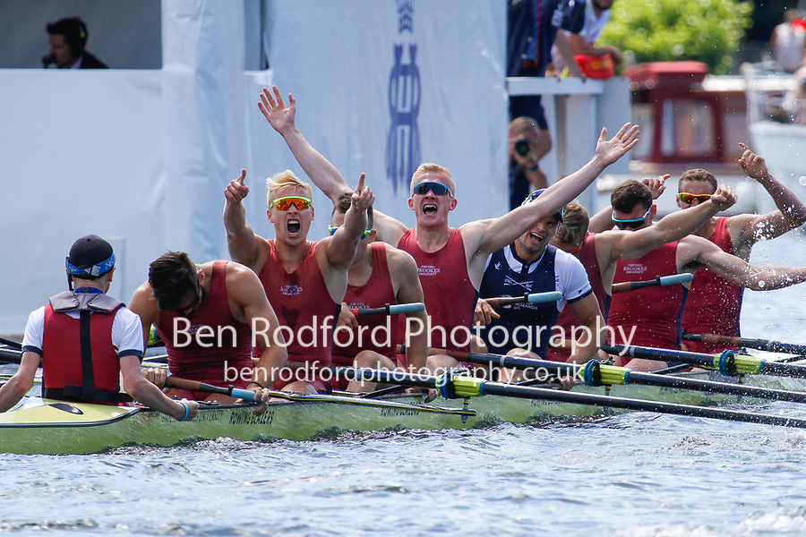 Race: 9 - Event: LADIES' - Berks: 31 OXFORD BROOKES UNIVERSITY &amp; TAURUS - Bucks: 29 MOLESEY B.C. &amp; LONDON R.C.<br /> <br /> Henley Royal Regatta 2017<br /> <br /> To purchase this photo, or to see pricing information for Prints and Downloads, click the blue 'Add to Cart' button at the top-right of the page.