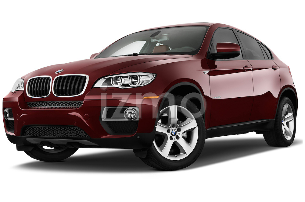 Low aggressive front three quarter view of a .2013 BMW X6 X Drive 35i