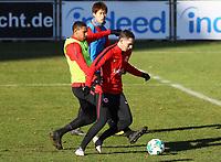 Branimir Hrgota (Eintracht Frankfurt) gegen Sebastien Haller (Eintracht Frankfurt) - 30.01.2018: Eintracht Frankfurt Training, Commerzbank Arena