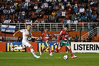 ATENÇÃO EDITOR: FOTO EMBARGADA PARA VEÍCULOS INTERNACIONAIS SÃO PAULO,SP,22 SETEMBRO  2012 - CAMPEONATO BRASILEIRO - SANTOS x PORTUGUESA - Moises jogador da Portuguesa  durante partida Santos x Portuguesa  válido pela 26º rodada do Campeonato Brasileiro no Estádio Paulo Machado de Carvalho (Pacaembu), na noite deste sabado (22). (FOTO: ALE VIANNA -BRAZIL PHOTO PRESS)