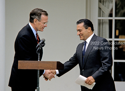United States President George H.W. Bush and President Hosni Mubarak of Egypt shake hands as they make arrival statements prior to meeting at the White House in Washington, D.C. on April 3, 1989. <br /> Credit: Howard L. Sachs / CNP
