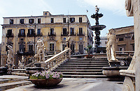 Europe/Italie/Sicile/Palerme : Fontaine de la Piazza Pretoria (XVI°)