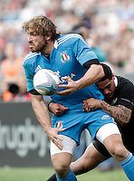 Rugby: test match Italia vs Nuova Zelanda. Roma, stadio Olimpico, 17 novembre 2012..Italy's Mirco Bergamasco is tackled by New Zealand's Aaron Smith, right, during an international rugby test match between Italy and New Zealand at Rome's Olympic stadium, 17 November 2012..UPDATE IMAGES PRESS/Riccardo De Luca