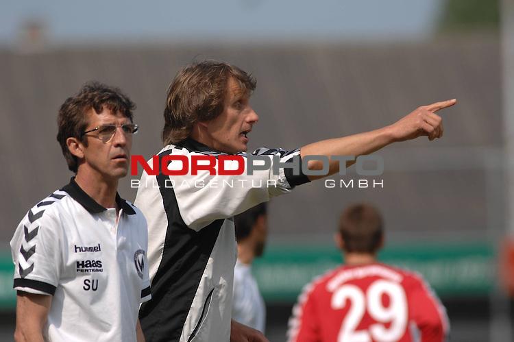 3. FBL 2008/2009 34. Spieltag RŁckrunde BSV Kickers Emden vs. Wacker Burghausen, Burghausens Co-Trainer Josef Unterhuber und Trainer Ralf Santelli , Foto © nph (nordphoto)