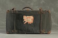 Willard Suitcases / Agnes M / ©2014 Jon Crispin
