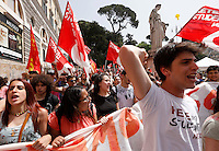 "Studenti alla manifestazione sindacale in occasione dello sciopero contro la riforma della ""Buona Scuola"" a Roma, 5 maggio 2015.<br />