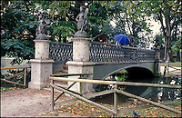 Milano, il Ponte delle Sirenette. Un tempo sul naviglio in via San Damiano (attuale Visconti di Modrone), oggi campeggia allo stagno del Parco Sempione --- Milan, The Ponte delle Sirenette (bridge of mermaids). In the past over the Naviglio in San Damiano street (today's Visconti di Modrone street), now it lays at the pond of Sempione Park