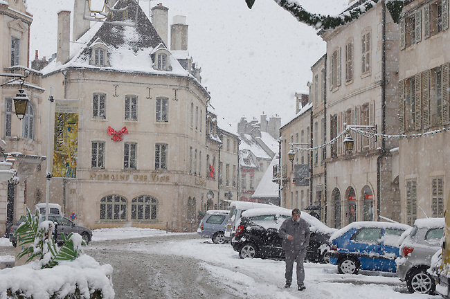 Beaune France - Street scen in snow