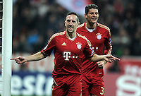FUSSBALL   CHAMPIONS LEAGUE   SAISON 2011/2012     22.11.2011 FC Bayern Muenchen - FC Villarreal Jubel nach dem Tor zum 1:0 Franck Ribery, Mario Gomez (v. li., FC Bayern Muenchen)