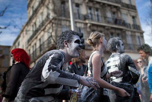 Marseille, Mars 2014. Le celebre Carnaval de la Plaine. Bien plus qu'un defile folklorique, le carnaval de la plaine est revendique par les habitants comme un grand defouloir populaire et un acte de rebellion festif. Plusieurs sujets de politique sensibles comme la renovation urbaine se sont cristalise autour de cet evenement,  et ont renforce l'enjeu symbolique, cher aux habitants.