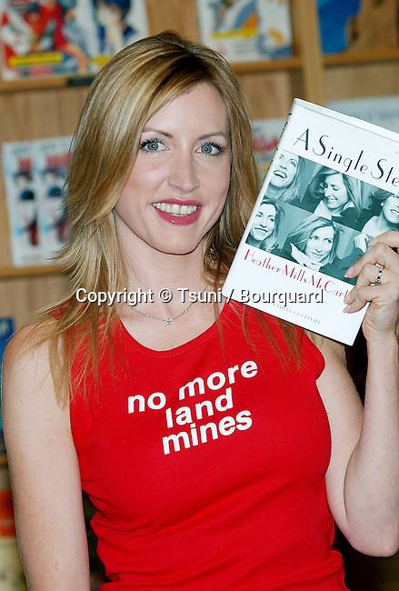 """Heather Mills McCartney was signing her latest book: """" A Single Step """" at Border Books Northridge in Los  Angeles. October 30, 2002.           -            MillsMcCartneyHeather02.jpg"""