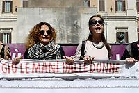 Roma, 9 Aprile 2019<br /> Donne di varie associazioni e del movimento Non Una di Meno protestano davanti il parlamento contro il decreto legge chiamato ddl Pillon proposto dal Senatore della Lega Nord Simone Pillon che propone l'affido condiviso, il mantenimento diretto e la garanzia di bi-genitorialità , stravolgendo la legge sul divorzio