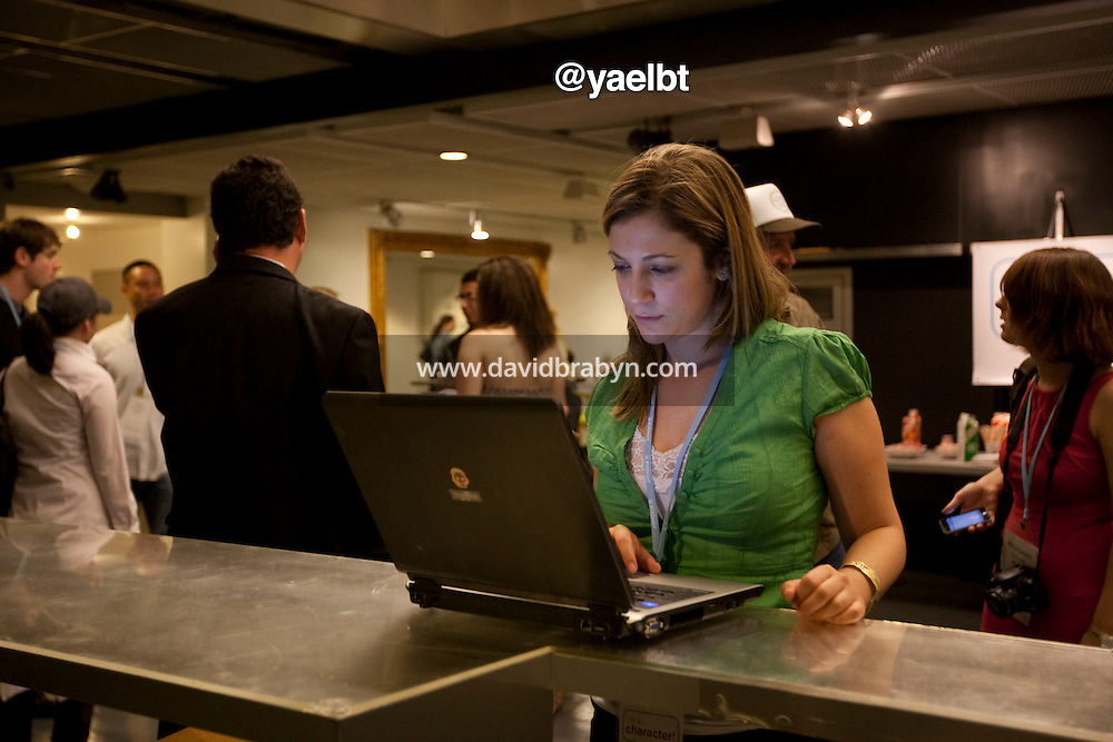 Yael Bar-tur (@yaelbt) uses her laptop computer during a break at the 140 Character conference in New York City, USA, 16 June 2009.