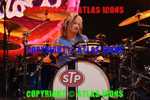 WEST PALM BEACH - MAY 02: Eric Kretz of Stone Temple Pilots performs during Day 4 of Sunfest on May 2, 2015 in West Palm Beach, Florida.(Photo By Larry Marano (C) 2015