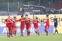 Jubel Sarah Hagen und Nicole Cross (Bayern) beim 2:1 - 1. FFC Frankfurt vs. FC Bayern München