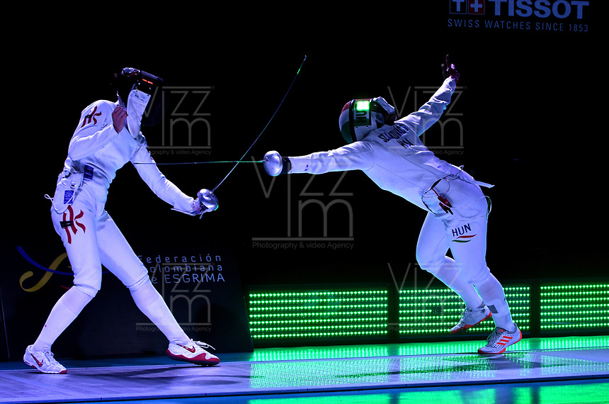 BOGOTA – COLOMBIA – 28 – 05 – 2017: Man Wai Vivian Kong (Izq.) de Hong Kong, combate con Emese Szasz-Kovacs (Der.) de Hungria, durante las Finales Damas Mayores Epee del Gran Prix de Espada Bogota 2017, que se realiza en el Centro de Alto Rendimiento en Altura, del 26 al 28 de mayo del presente año en la ciudad de Bogota.  / Man Wai Vivian Kong (L) from Hong Kong, fights with Emese Szasz-Kovacs (R) from Hungary, during the Finals Senior Women´s Epee of the Grand Prix of Espada Bogota 2017, that takes place in the Center of High Performance in Height, from the 26 to the 28 of May of the present year in The city of Bogota.  / Photo: VizzorImage / Luis Ramirez / Staff.