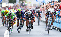 Picture by Alex Whitehead/SWpix.com - 14/09/2014 - Cycling - 2014 Friends Life Tour of Britain - Stage 8b, London Circuit Race - Giant Shimano's Marcel Kittel (R) beats Omega Pharma Quick-Step's Mark Cavendish (centre) and Bardiani CSF's Nicola Ruffoni (L) in a sprint finish.