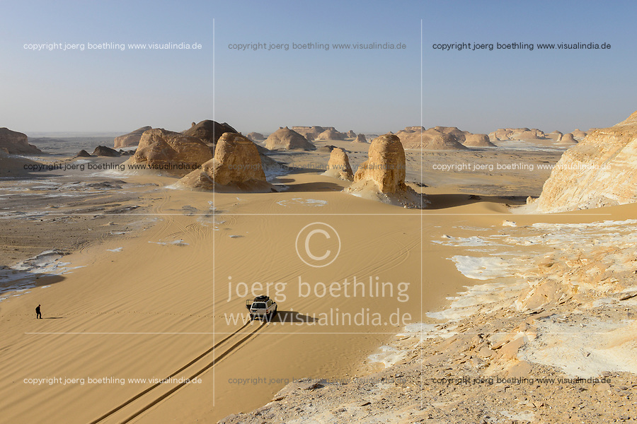 EGYPT, Farafra, Nationalpark White Desert, Naqb As Sillim - Pass of the Stairs / AEGYPTEN, Farafra, Nationalpark Weisse Wueste