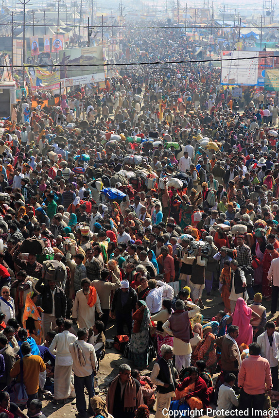 Huge crowd of Devotees proceed towards the Sangam meeting point of 3 holy river for holy dip.