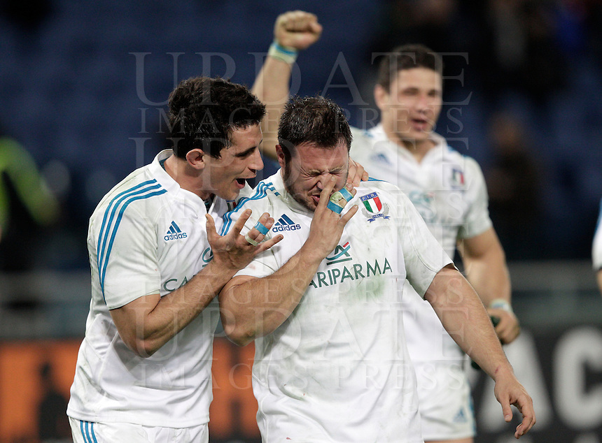 Rugby, torneo Sei Nazioni 2013: Italia vs Francia. Roma, stadio Olimpico, 3 febbraio 2013..Italian players celebrate at the end of the Six Nations rugby union international match between Italy and France, at Rome's Olympic stadium, 3 February 2013. Italy won 23-18..UPDATE IMAGES PRESS/Riccardo De Luca