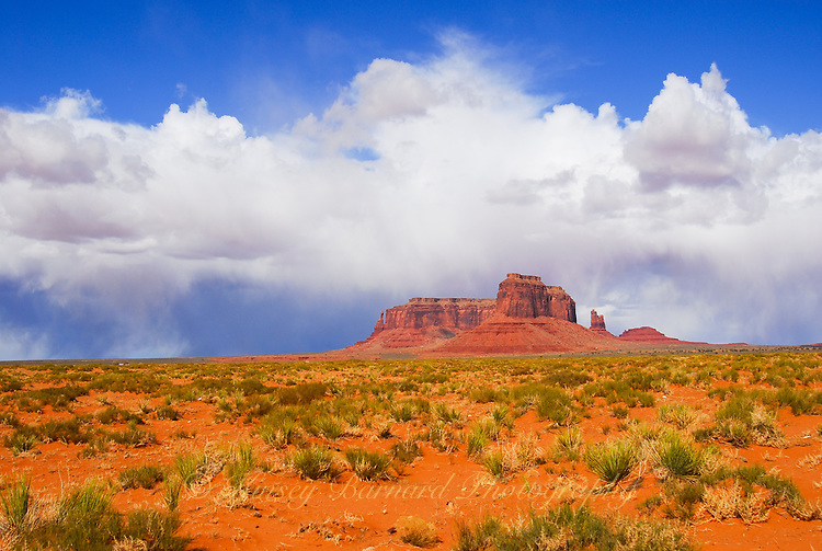 Photo picture of Monument Valley painted desert landscapes.